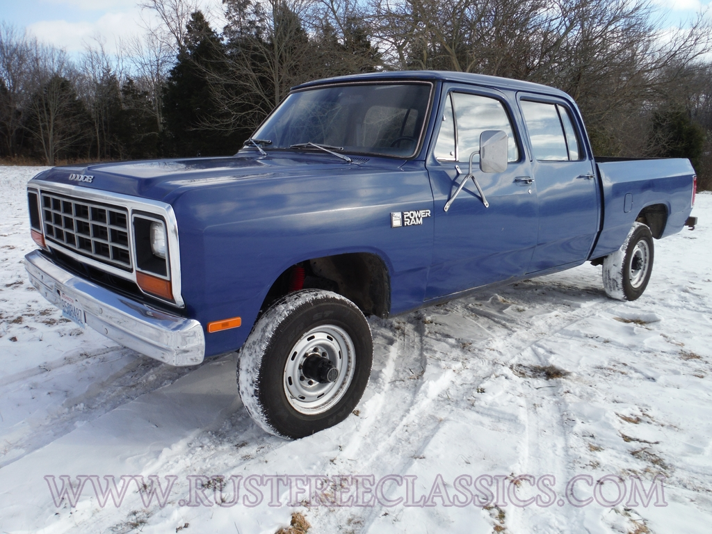 Never Made Versions 58308 as well 3597449787 besides Watch likewise 1970 Dodge Coro  Pictures C6548 pi35904369 likewise Cc Capsule 1972 Dodge D100. on 1972 dodge power wagon